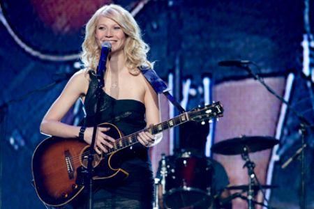 Gwyneth Paltrow goes Country