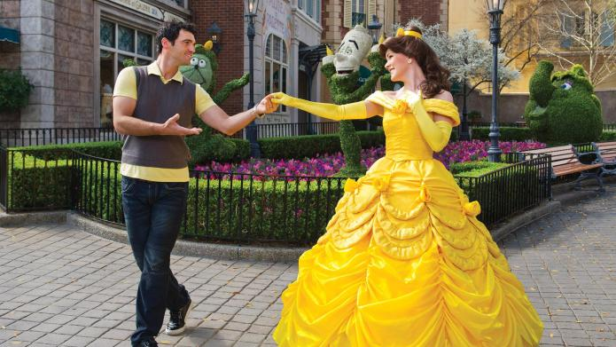 Lovesick guy proposes to five Disney