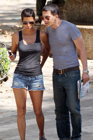 Olivier Martinez confirmes Halle Berry engagement