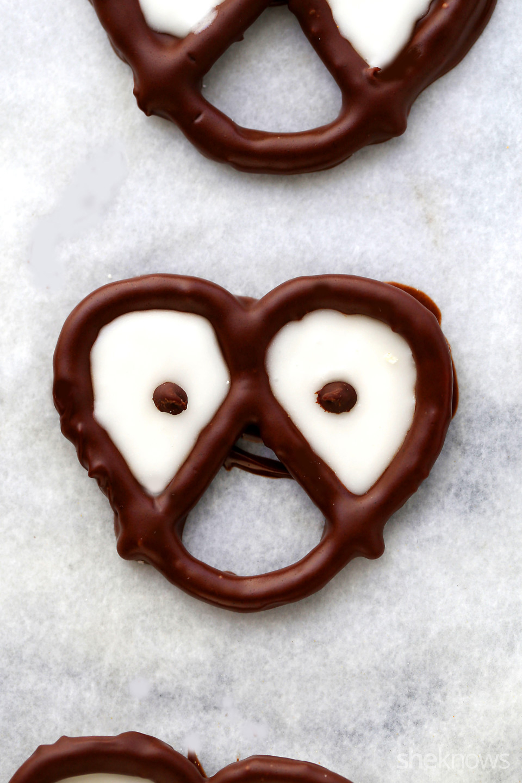 Chocolate Covered Halloween Pretzles