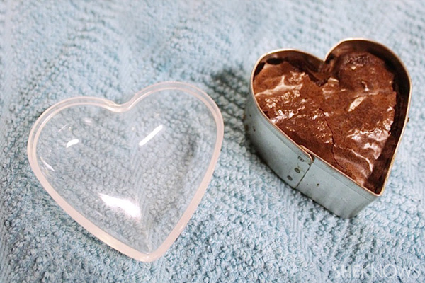 Heart-shaped brownie treasure boxes recipe -- fill container