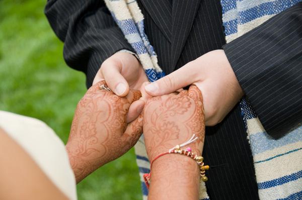 Hindu woman and Jewish man getting married