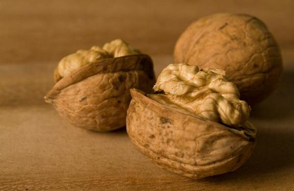 Healthy recipes with omega-3-rich walnuts