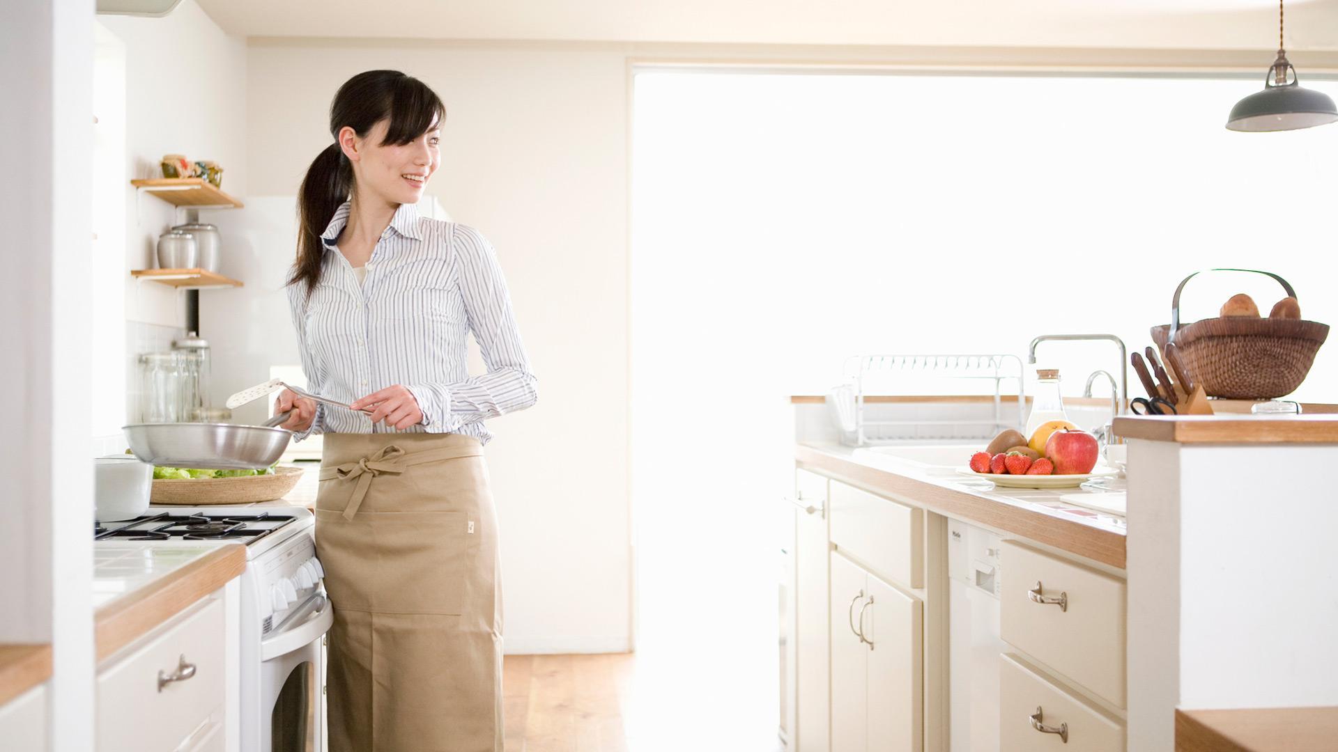 Strict women in kitchen, teen in black panty
