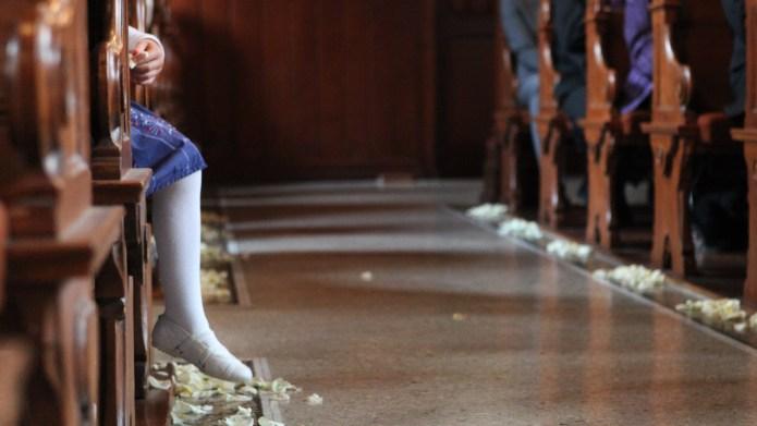 Wedding ceremony, kid's leg