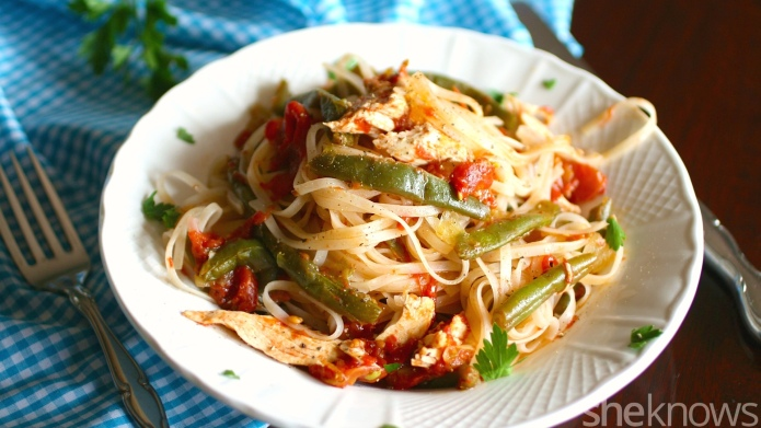 Make spicy chili rice noodles with