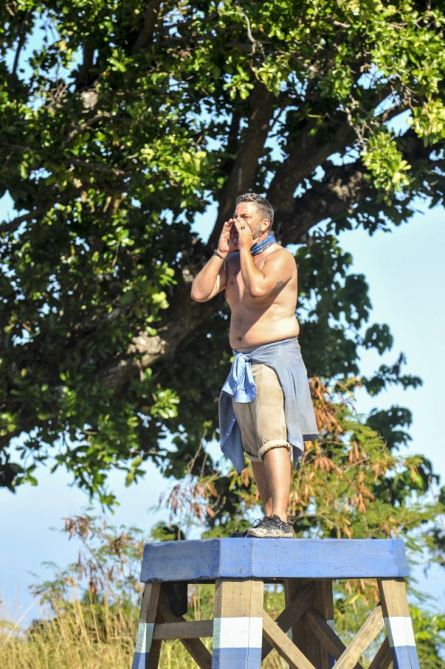 Jeff Varner competes in challenge on Survivor: Game Changers