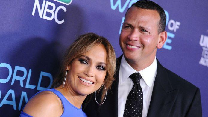 Jennifer Lopez & Alex Rodriguez Decorate the Christmas Tree as a Family – SheKnows