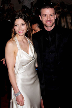 Jessica Biel reportedly spotted wearing engagement ring
