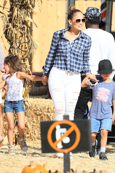 Jennifer Lopez, Max and Emme at Pumpkin patch
