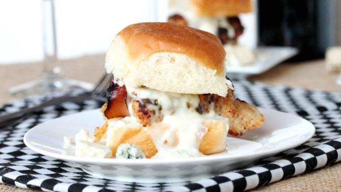 Blue on bleu chicken sliders