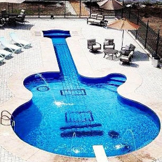 Guitar pool