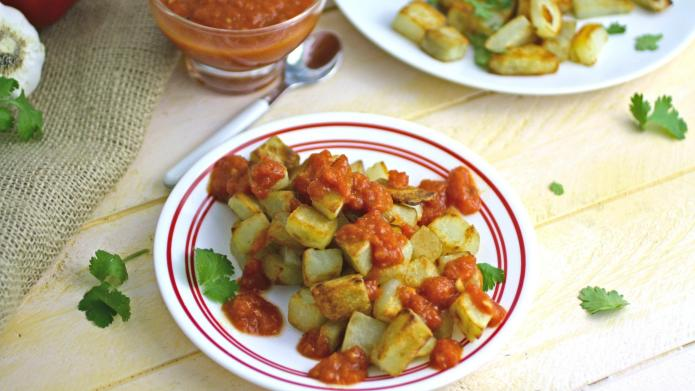 Meatless Monday: Spanish spicy potatoes with