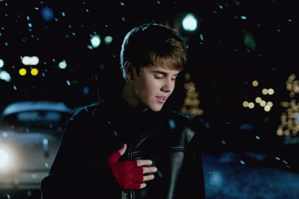 Justin Bieber Under the Mistletoe video