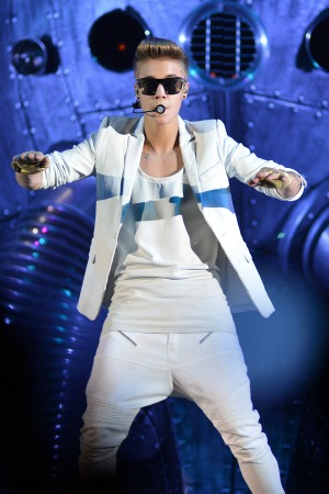 Justin Bieber signs up for space flight with Virgin Galactic
