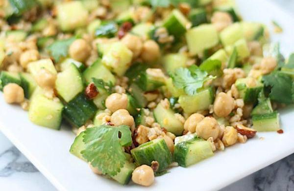 Cucumber salad with chickpeas, farro and