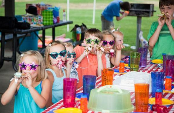 How to throw an outdoor birthday