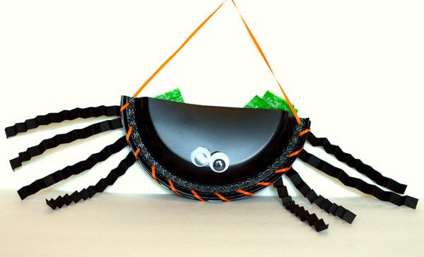 Halloween-inspired paper plate craft