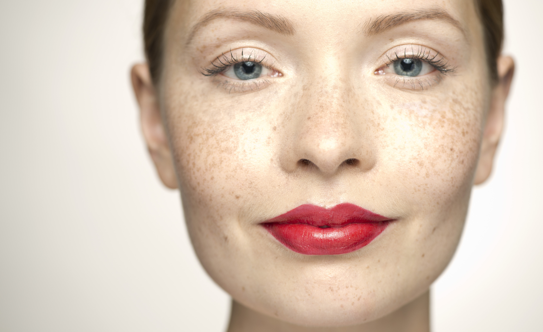 10 Essential makeup tips for pale skin – SheKnows