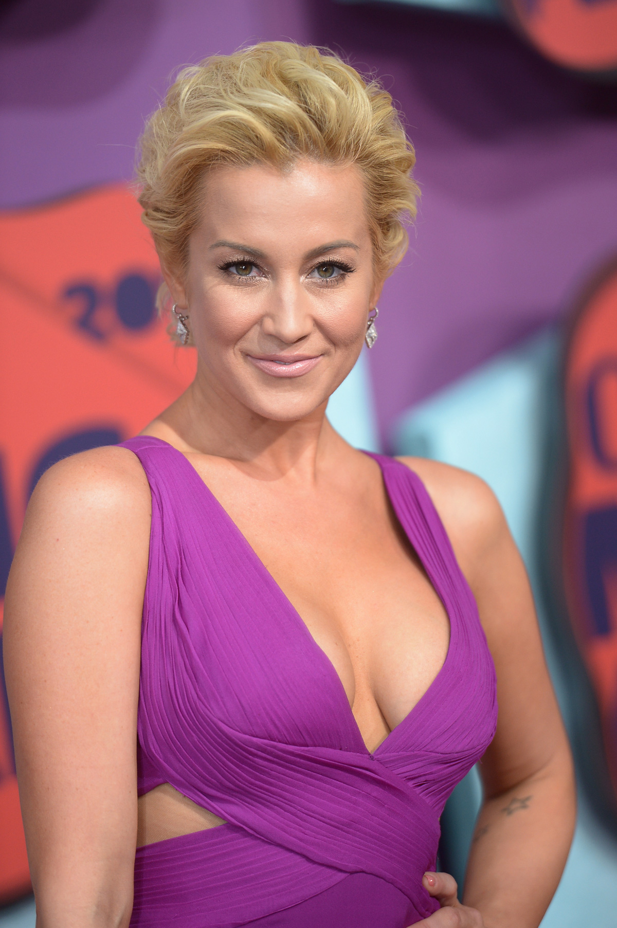 Kellie Picklerat the the 2014 CMT Music Awards