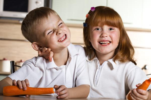 Kids eating carrots