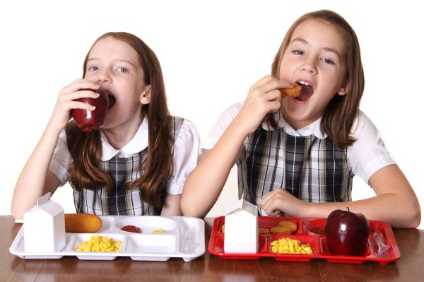 Kids eating lunch at school