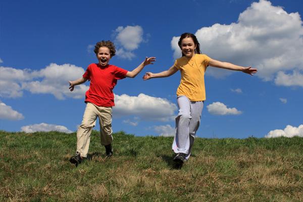 kids-running-outdoors