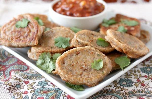 Black-eyed pea fritters with spicy tomato