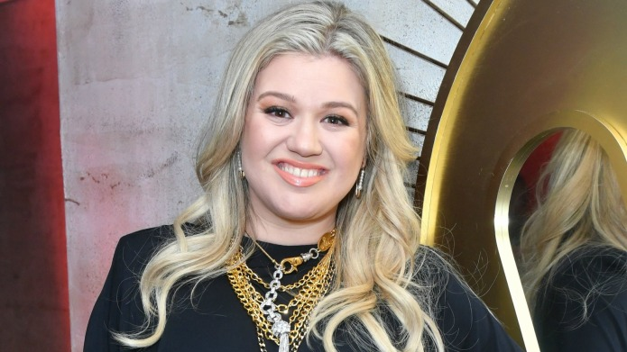 How Kelly Clarkson & Other Artists