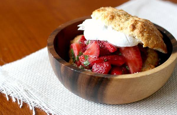 Old-fashioned strawberry and mint shortcake