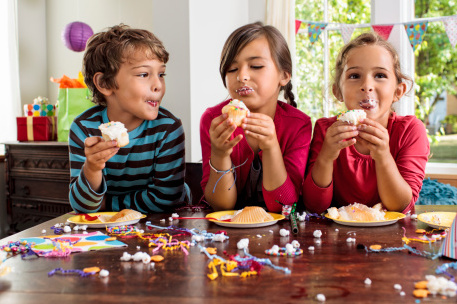 Kids eating cupcakes