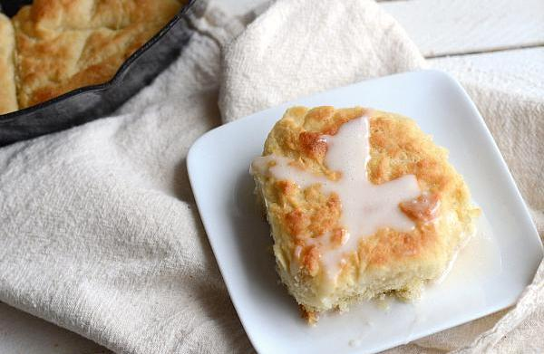 Pull-apart hot cross biscuits