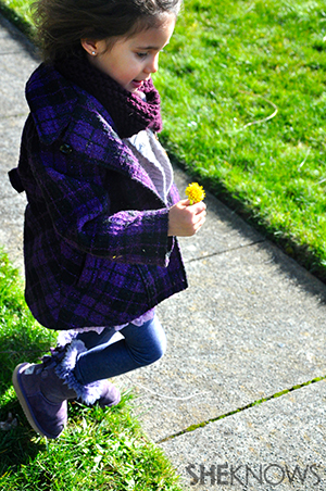 Little girl with dandelion   Sheknows.com