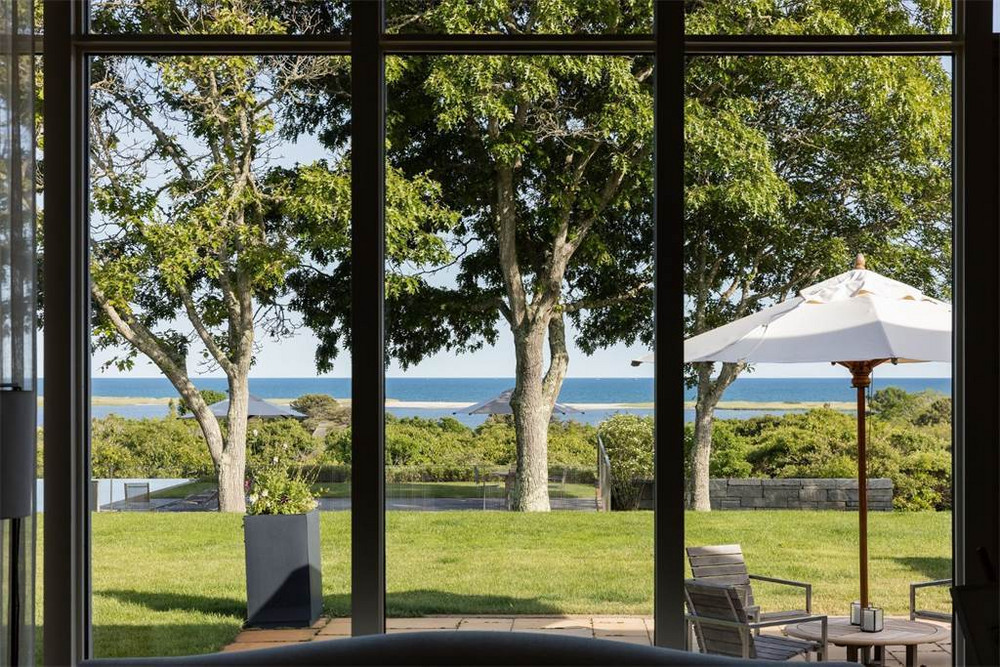 President in the Obamas' Old Seaside Escape |