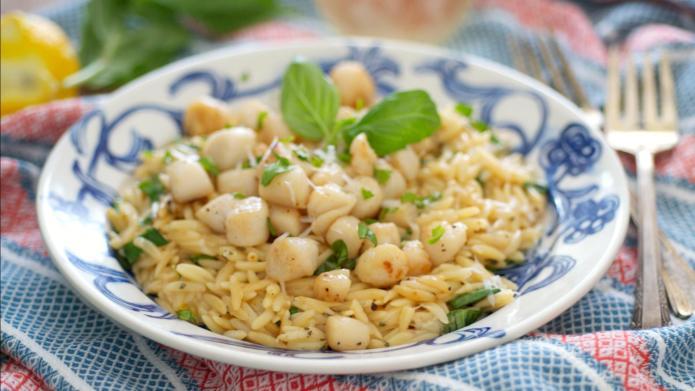 Summery one-dish lemon basil scallops and