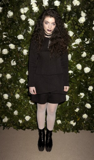 Lorde signs lucrative publishing deal