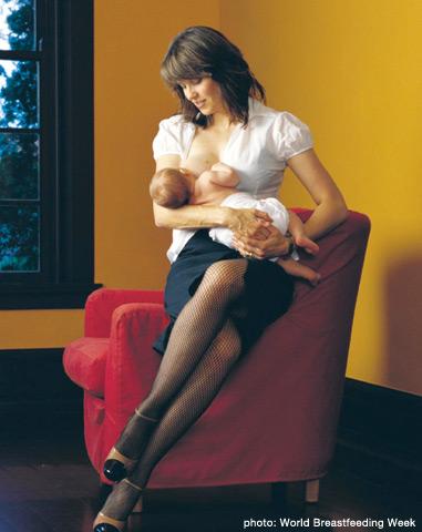 Lucy Lawless breastfeeding