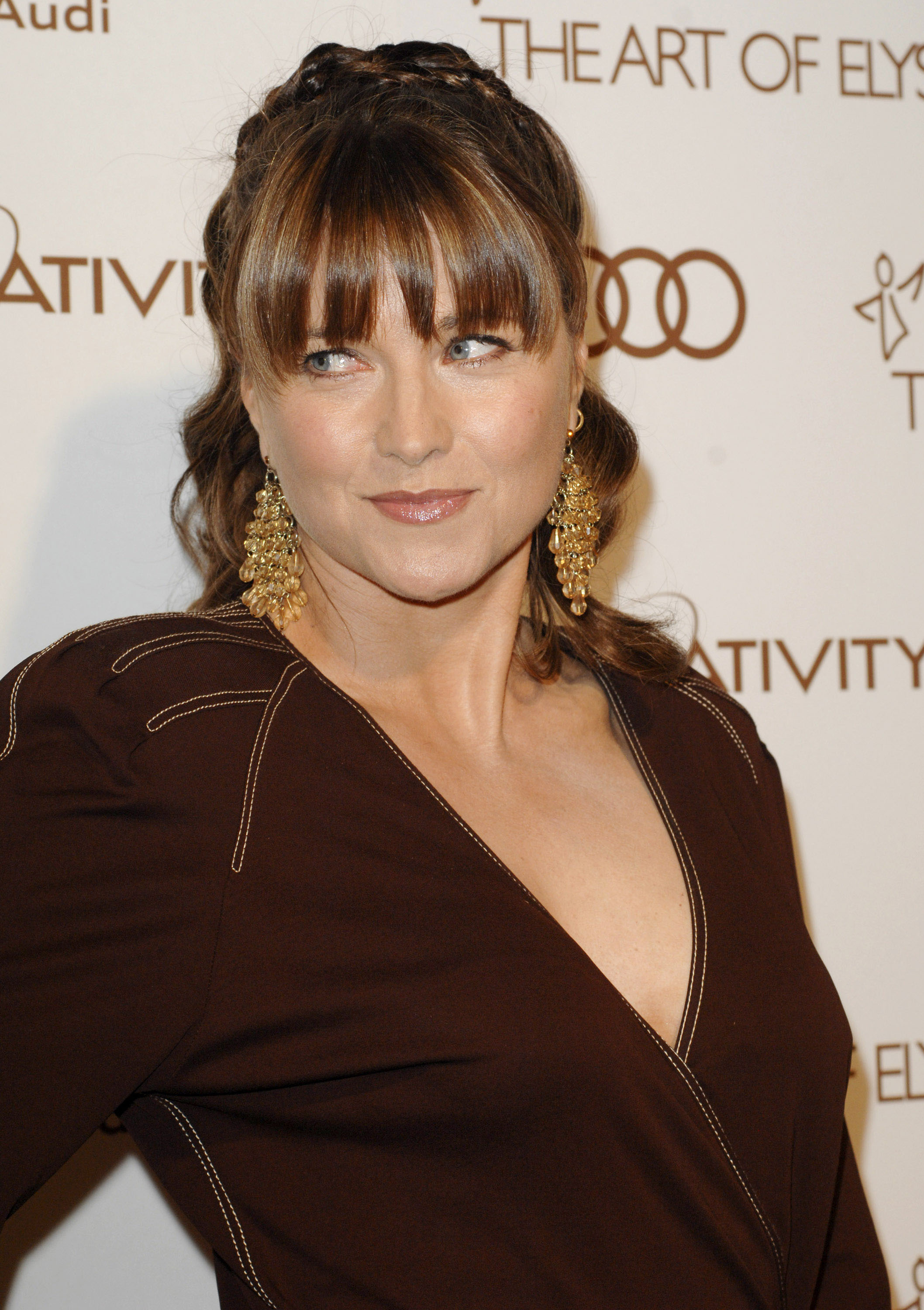 lucy lawless oil drilling protest