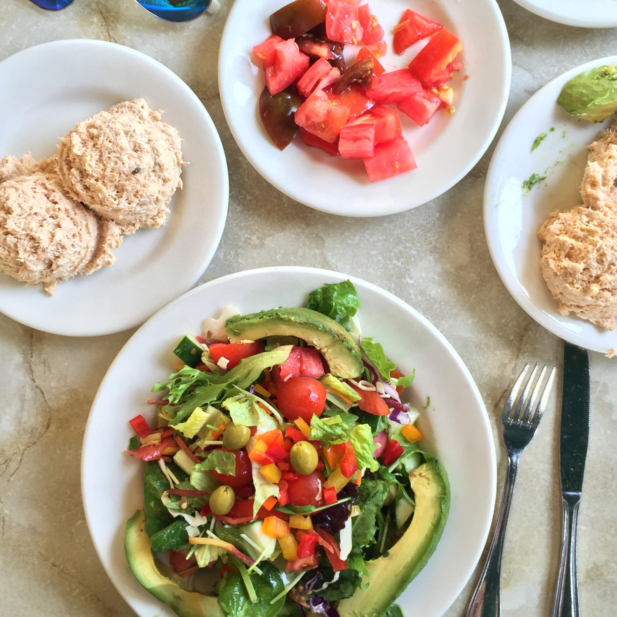 green salad with vegetables, tuna, and tomatoes