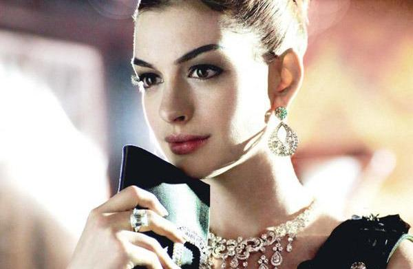 Celebrity hairstyles: Anne Hathaway's glamorous updo