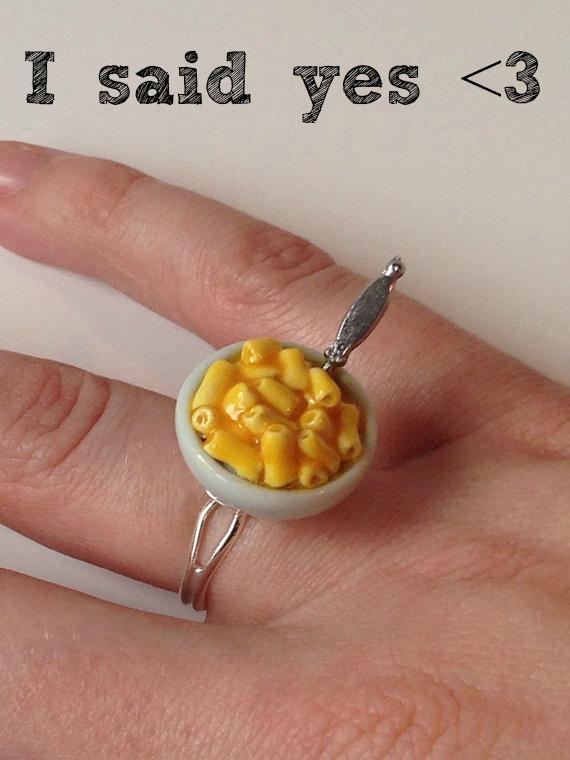 Macaroni and cheese ring