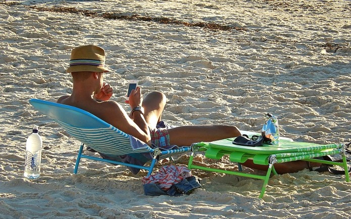 9 Signs your cell phone addiction