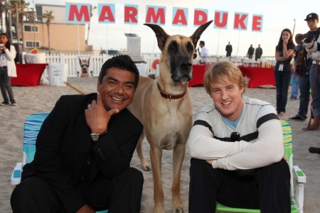 George Lopez and Owen Wilson at the Marmaduke premiere