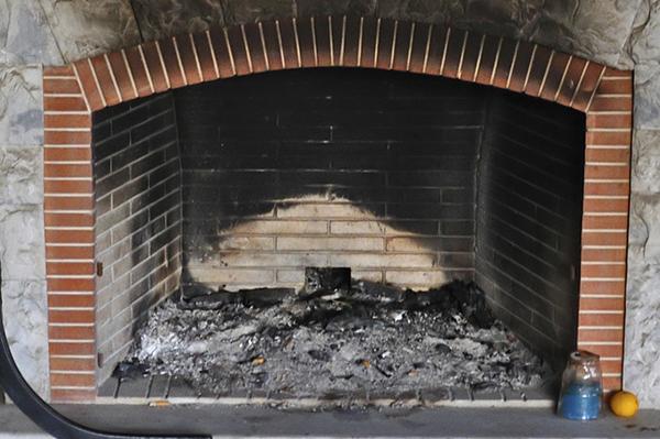 Messy fireplace | Sheknows.com