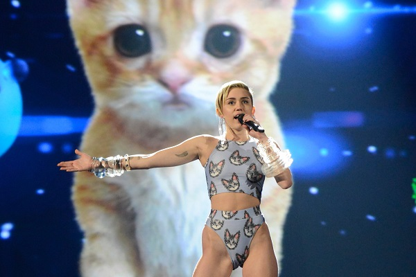 Miley Cyrus performs at the 2013 AMAs