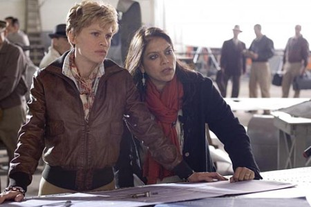 Hilary Swank and Mira Nair on the set of Amelia