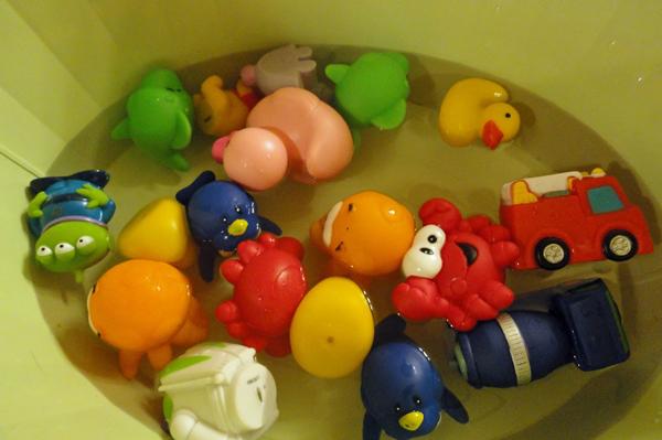 Moldy bath toys   Sheknows.com