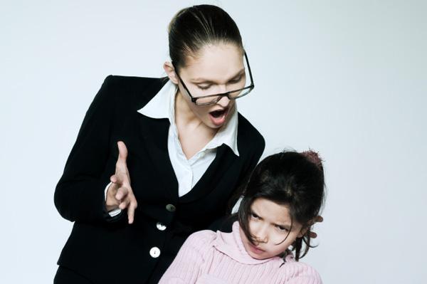 mom-dislikes-daughter
