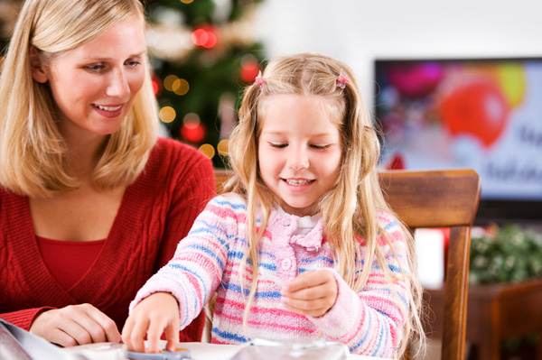 mom making Christmas decorations with daugther