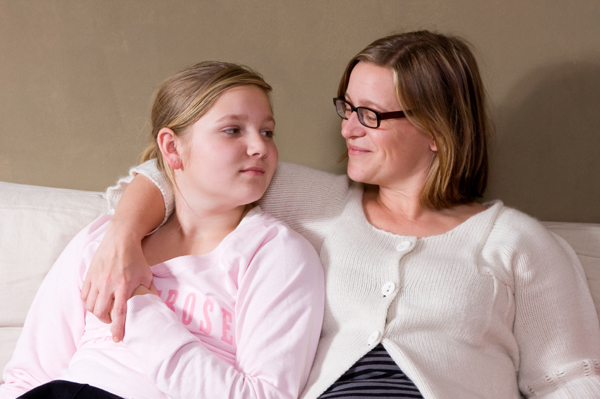 Mom talking with teenage daughter | Sheknows.com